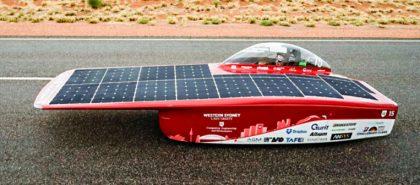 Egyszemélyes napelemes autó optimalizálása a tartósság és energiahatékonyság nevében